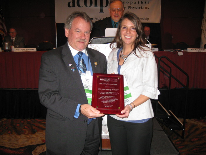 Dr. Giatis Accepts the ACOFP Advocacy Award